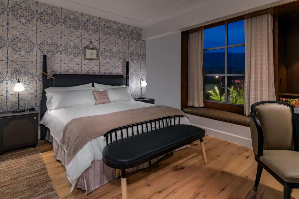 Advenire Hotel room