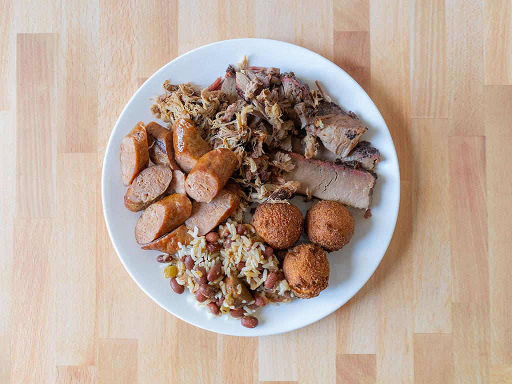 R&R BBQ trhee meat plate